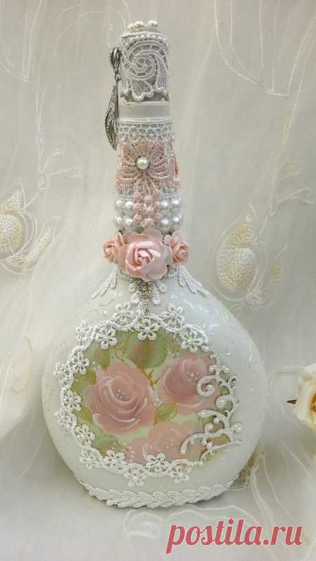 (1) Shabby chic bottle, altered bottle with hand painted roses, pretty lace, pearl detail and faux jewels. Altered bottles. | Decoupage. Inspiration