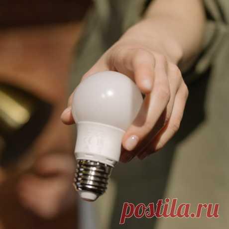 🙅 После этого поста вы вряд ли захотите пользоваться выключателем Речь пойдет про умные лампы 💡 Включаются по голосовой команде. Регулируются со смартфона. Управляются при помощи Wi-fi или Bluetooth. Объединяются в группы. Меняют интенсивность свечения и даже цвет. Лет десять назад мы могли видеть такое только в кино. Сегодня все это доступно каждому. Расскажем, какие производители предлагают умные решения для освещения 👇 💡 Gauss В серии Smart Home представлены светодиодные лампы, которые…