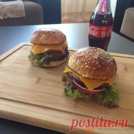 Домашний чизбургер | Foodbook.su Чизбургер по домашнему отлично подойдет как к утреннему завтраку так и в обеденный перерыв.