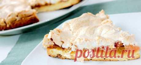 Песочный яблочный пирог с безе рецепт с фото пошагово в духовке В сезон вкусных сочных яблок приготовьте нежный песочный пирог с яблоками и украсьте его взбитыми белками. Нежный десерт понравится всем!