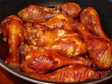 """Вкусная курочка на каждый день 5 рецептов. Куриные голени в сметане с картошкой. Ингредиенты: - 500 гр картофеля. - 10 куриных голеней. - 200 гр сметаны. - Приправы (я брала паприку, приправу для курицу """"Приправы"""", соль, красный молотый острый..."""