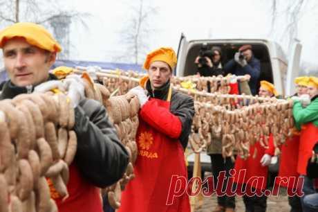 «По кёнигсбергским традициям»: в Калининграде изготовили 300-метровую колбасу