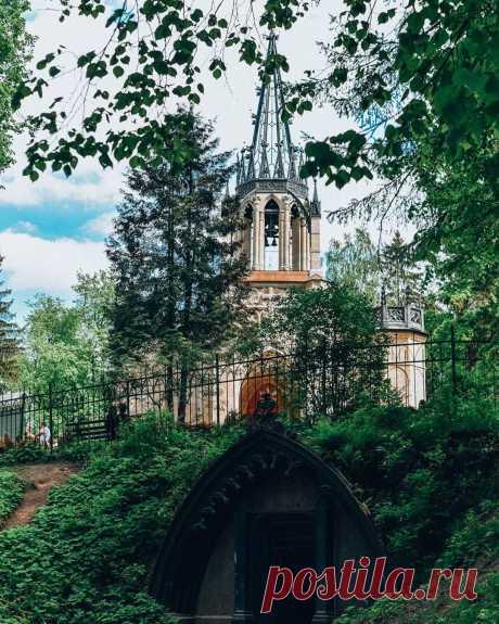 Церковь святых первоверховных апостолов Петра́ и Па́вла — действующий православный храм в Шуваловском парке Санкт-Петербурга.