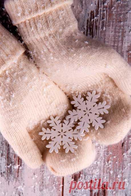 (4) УТРЕННИЙ КОФЕ Зима учит безмятежности и неспешности. Каждая снежинка — учитель изящества.   Мария Берестова