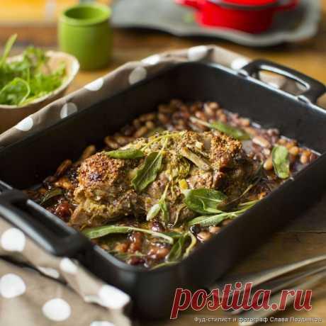 Кулинарные рецепты - Баранина в ароматном горчичном маринаде с гарниром из белой фасоли с луком, чесноком и шалфеем - с фото и видео инструкцией на сайте Bonduelle.ru