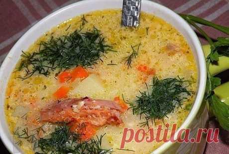Подборка первых блюд  1. Ароматный супчик с копчёной курицей и плавленным сырком  копчёный окорочок - 300 гр плавленный сыр - 3 стол ложи (у меня виола ) картошка - 3 шт морковь - 1 шт репчатый лук - 1 шт зелень укропа - для подачи соль и специи - по вкусу растительное масло - для жарки Сварить окорочок ,вынуть из бульона разобрать на волокна и переложить обратно в бульон Далее добавить нарезанный кубиками картофель и мелко нарезанную морковь (или натёртая на тёрк...