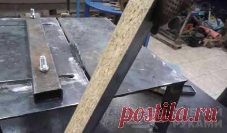 Как из УШМ сделать распиловочный станок для мастерской В данном обзоре автор показывает, как из болгарки (УШМ) сделать своими руками компактный распиловочный станок для домашней мастерской.Из основных