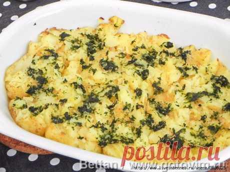 «Растоптанный» молодой картофель с чесноком и зеленью