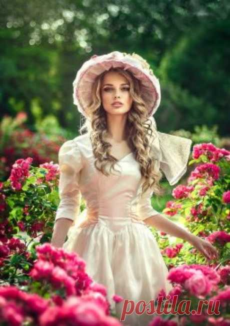 Пусть женскому счастью не будет предела,  Пусть будет мечта и любимое дело.  Цветов аромат и сияние глаз,  Желаю, чтоб всё это было у вас! #музыка