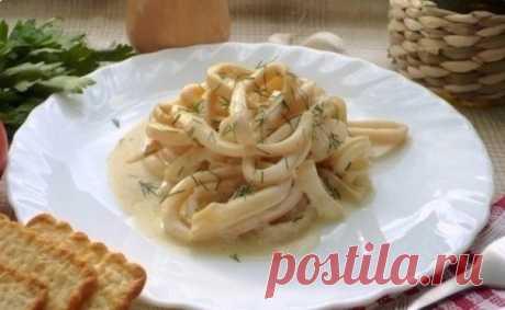 Los calamares en la salsa de crema agria