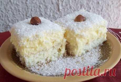 Кокосовое пирожное: шедевр кулинарии для всей семьи Кокосовое пирожное - это просто вкусовой рай, который тает во рту. Это настоящая роскошь для желудка. Его любят все от мала до велика!
