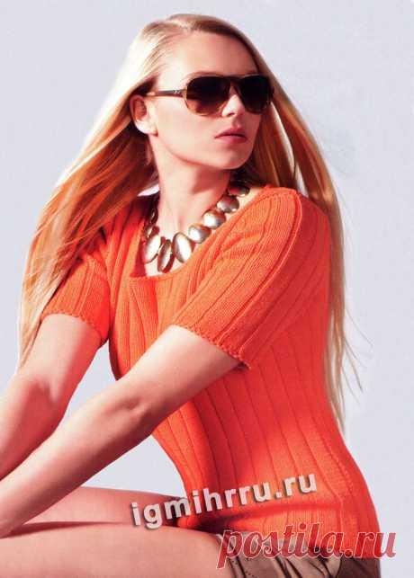 Оранжевый летний пуловер в рубчик. Вязание спицами со схемами и описанием