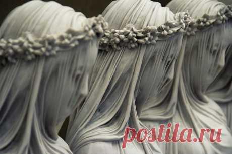 Тончайшая работа – вуаль из мрамора. Итальянский скульптор – Рафаэль Монти.