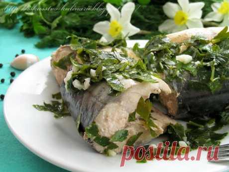 Скумбрия в соусе киндзмари  Безумно вкусная маринованная рыбка в соусе из кинзы по-грузински. Традиционно это блюдо готовят из сома, но так же отлично подходит и любая другая немелкая жирная рыбка, и скумбрия одна из них))) Рыб…