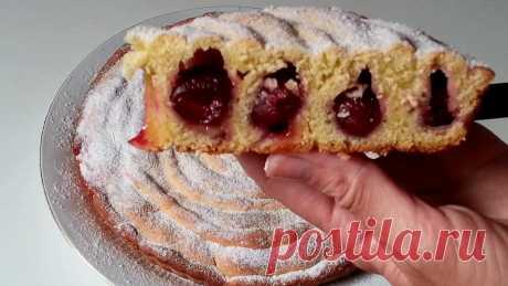 Нарядный кольцевой пирог с вишней из подручных ингредиентов