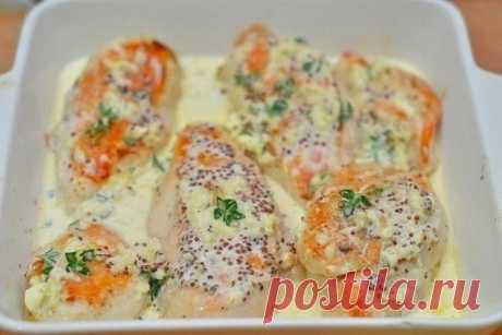 Куриное филе в сливочном соусе Ингредиенты: Куриное филе — 1 кг Сливки жирные — 1 чашка Горчица — 1 ч. л. Чеснок — 3 зубчика Тимьян — 4 веточки Сыр твердый — 100 г Масло растительное