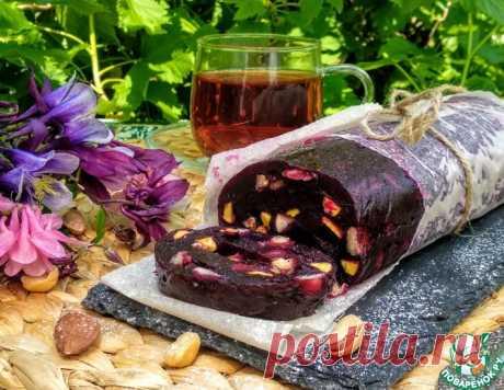 Мармеладно-ореховый рулет из черной смородины – кулинарный рецепт