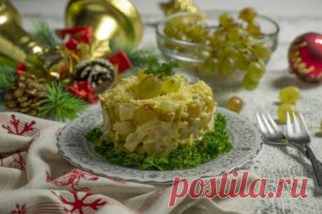 Салат «Новогодняя сказка» с фруктами и сыром