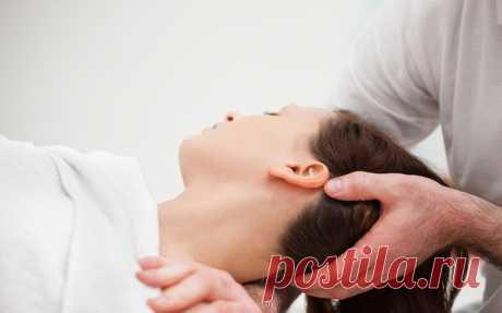 Мануальная терапия шейного отдела . Мануальные техники помогают при головной боли,онемения лица,рук. Вытяжение позвоночника полезно при стрессе,сидячей работе,поднятии тяжестей,снижении четкости зрения.