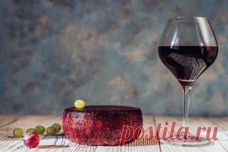 Приготовление вина может показаться сложным и трудоемким процессом, но если разобраться, приготовить данный напиток сможет любой желающий.