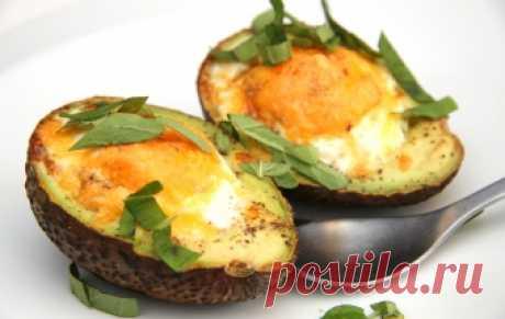 Запеченное авокадо с яйцом / Закуски из яиц / TVCook: пошаговые рецепты с фото