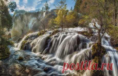 Fall in National park of Jiuzhaigou, China. The author of a photo is Mikhail Shcheglov: nat-geo.ru\/photo\/user\/120131\/