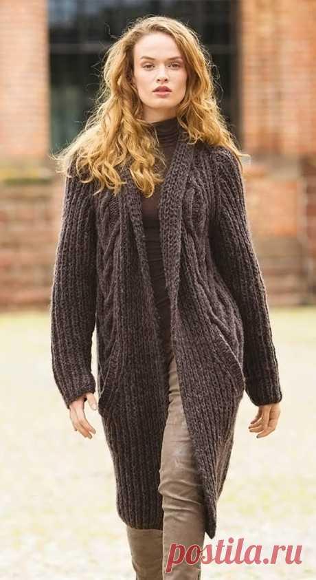 10 моделей женского вязаного пальто спицами: схемы, фото и видео