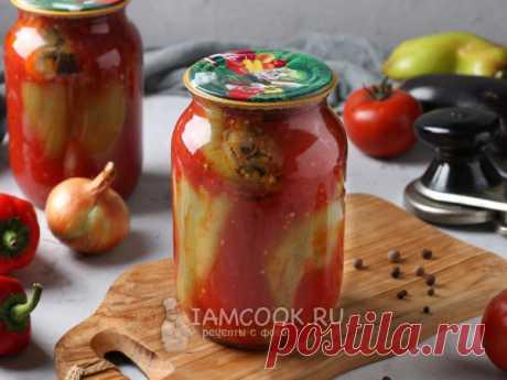 Перец, фаршированный баклажанами, на зиму в томате — рецепт с фото Готовим начинку из баклажанов и других овощей. Очищаем и бланшируем перцы, фаршируем их овощами, заливаем соком и стерилизуем 25 минут.