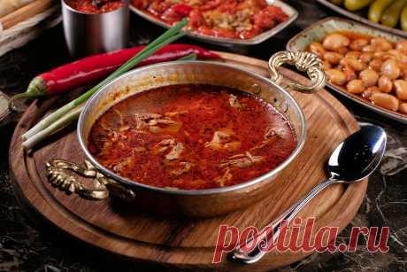 Рецепт турецкого супа от всех болезней Beyran Çorbası | Antenna Daily В Турции готовят волшебный суп, который укрепляет иммунитет и защищает от простудных заболеваний и гриппа в зимнее время, а еще утром его часто едят те, кто накануне весело проводил время. Шеф ресторана Eleven Meathouse, делится с читателями Antenna Daily фирменным рецептом, чтобы мы могли проверить чудодейственные силы этого блюда. Ингредиенты из расчета на 1 порцию …
