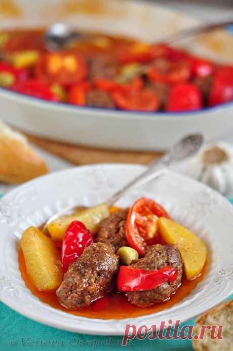 Измир Кёфтеси (İzmir Köftesi) Измир Кёфтеси - это традиционное турецкое блюдо и в дословном варианте переводится, как котлеты по-Измирски (кёфте - котлеты, Измир - город в Турции).Те, кто знаком с этим блюдом знают, что котлеты и …