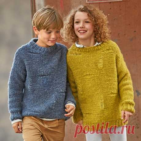 Jumper with a pattern with holes - the scheme of knitting by spokes