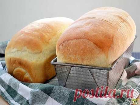Хлеб «Домашний»  Предлагаю вашему вниманию самый простой рецепт хлеба. Готовится он очень легко, а получается такой вкусный! А какой аромат стоит во время выпечки! Как я уже сказала, этот рецепт очень простой.  Из указанного количества ингредиентов получается 1 булка хлеба, весом около 600 г. Ингредиенты 300 мл молока 7 г сухих дрожжей (или 30 сырых) 2 ч.л. сахара 3 ст.л. растительного масла (я использовала оливковое) 1 ч.л. соли 400–450 г муки Приготовление Шаг 1 Молоко п...