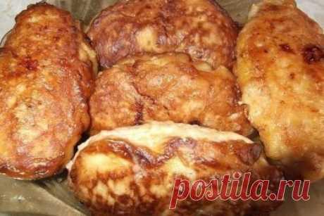 Сочные котлетки «Птичье молоко» Ингредиенты: фарш мясной/куриный 500 г лук репчатый 1 головка перец черный молотый хлеб белый молоко соль для начинки: масло сливочное 100 г сыр твердый