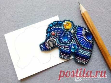 Милая брошь-слоник