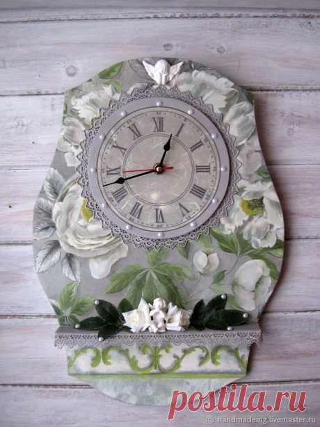 Часы настенные – купить на Ярмарке Мастеров – M2SA6RU | Часы классические, Москва Часы настенные. в интернет-магазине на Ярмарке Мастеров. Часы настенные , для тех кто предпочитает наполнить свою жизнь вещами необычными, загадочными и неординарными. В этом исполнении часы для романтиков и мечтателей... ведь их тема - цветы! Эти часики станут украшением вашей кухни, комнаты или загородного дома.