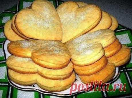 Сметанное, рассыпчатое очень вкусное печенье Сметанное,рассыпчатое очень вкусное печенье.30 минут и вкусняшка готова к семейному чаепитию.Берем на заметку. Ингредиенты: Тесто: 2 яйца 1/2 ст. сахара 1/2 пачки маргарина ( мягкого) соль, сода ( гасим), ваниль …