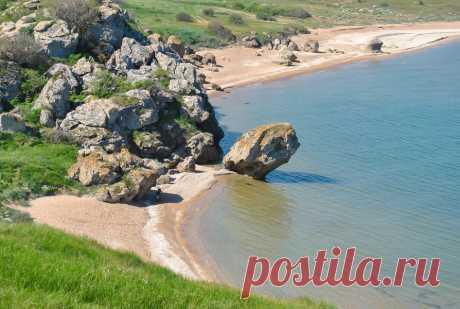 16 мест в Крыму, где тихо и мало людей на пляжах