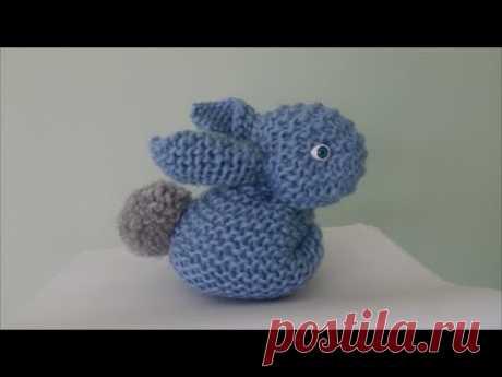 Вязаный кролик спицами из квадрата | Пасхальный кролик | Вязаная игрушка для начинающих Зайчик