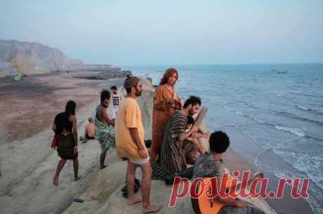 ✌️ 13 атмосферных фото островов Персидского залива, где собираются иранские хиппи Настоящая свобода.