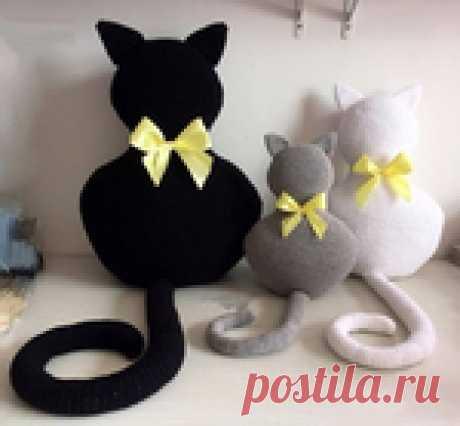 We knit a hook a pillow the CAT