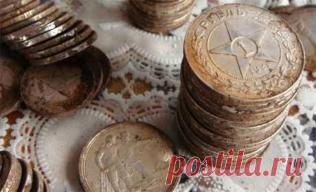 Копейки по цене квартиры: сколько можно получить за советские монеты Рубль СССР, несмотря на тотальный дефицит, когда-то выглядел солидней своих наследников, т.е. российского и белорусского рубля, и радовал не меньше, чем сейчас доллары. Потом советские деньги стали пр