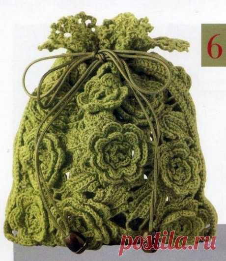 Los bolsos a la moda tejidos por el gancho. El más del esquema | razpetelka.ru