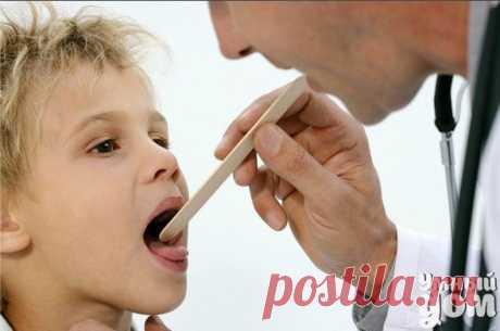 ЛЕЧЕНИЕ ХРОНИЧЕСКОГО ЛАРИНГИТА Симптомы Хронический ларингит проявляется такими симптомами: •длительная охриплость, поочередно происходящие периоды улучшения и ухудшения; •интенсификации хрипоты при длительном разговоре; •охриплость увеличивается после курения; •голосовые связки часто устают; •голос становится глухим (то есть, пропадает звонкость); •сухой кашель, •постоянное ощущения жжение в горле; •в периоды обострения ларингита может наблюдаться афония (полная потеря голоса). Лечение…