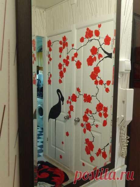 """Авторский декор дверей""""Цветущая сакура""""."""