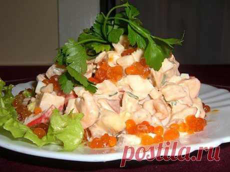 Салат с морепродуктами, ананасом и икрой / Простые рецепты