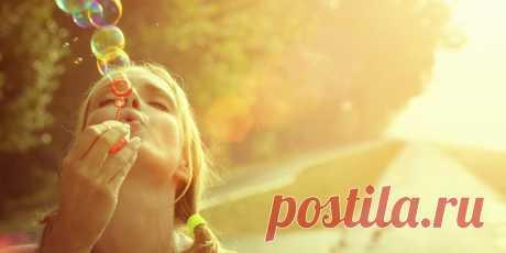 """Серотонин - """"гормон счастья"""". Знаете ли вы, что серотонин играет роль практически во всех процессах поведения человека? От ваших эмоций до пищеварения и двигательных навыков это мощное химическое вещество воздействует на многие аспекты жизни и функционирования организма. → LIFETY.RU ←"""