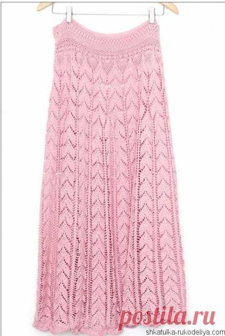 Длинная розовая юбка крючком узором листья.