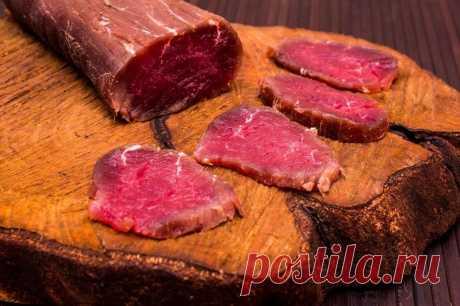 Залей мясо водочкой, а еще лучше — коньяком, и посмотри, что произойдет через 3 дня