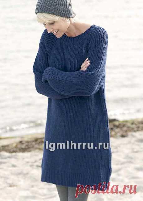 Теплое синее платье-туника, связанное полупатентной резинкой