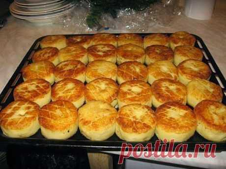 КАРТОФЕЛЬНЫЕ БИТОЧКИ - РАЗЛЕТАЮТСЯ ВМИГ!        Если вам некогда стоять у плиты, но вкусно поесть все же хочется, можно приготовить очень простое и сытное блюдо – картофельные биточ...